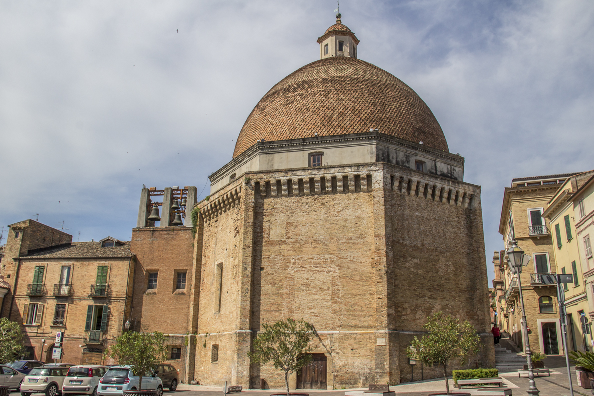 Church of St Flaviano in Giulianova in Abruzzo, Italy  9382