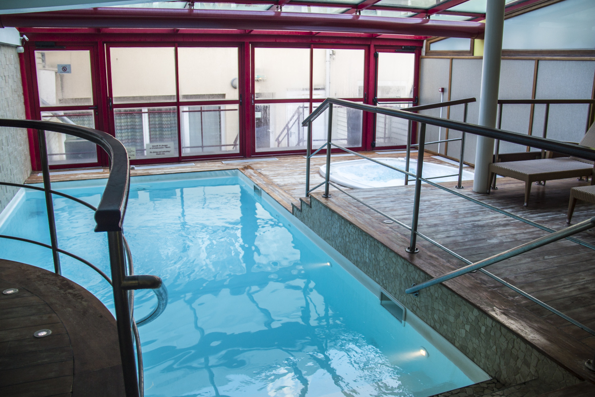 Swimming pool in the Matelote Hotel in Boulogne sur Mer, France 0024